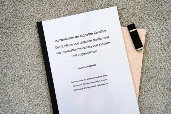 Bachelorarbeit - Der Einfluss digitaler Medien auf die Identitätsentwicklung